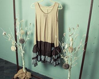 Sleeveless 2-Tone Ruffle Bottom Dress