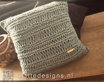 living pillow/cushion/pillow 40 x 40 cm ornamental knitted greenish grey