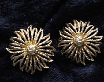 Vintage Gold Tone Large Flower Clip On Earrings