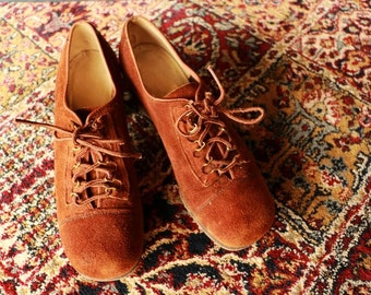 Vintage ORIGNAL Boho Hippie Penny Lany 70s Tan Lace Up Suede Block Heel Size 7