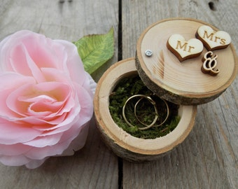 """Tree trunk ring box """"Mr"""" & """"Mrs""""; Ring box; Wedding"""