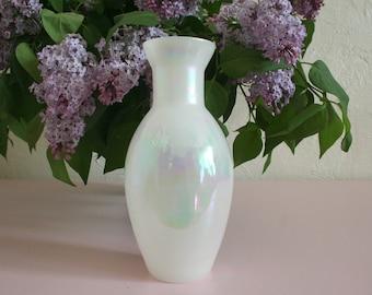 Vintage White Iridescent Bud Vase / Pearlized Vase / Wedding Decor / Head Table Decor / Gift for Bride