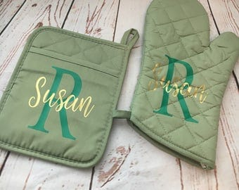 Monogrammed Potholder - personalized oven mitts - custom kitchen gift ideas - wedding gift idea - potholder - Grandparents gift ideas