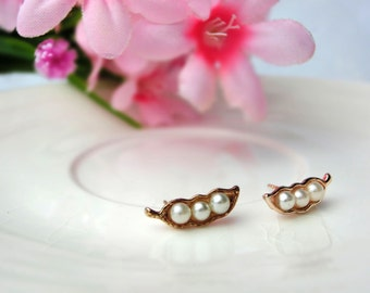 Stud Earrings - Beans shape with pearl