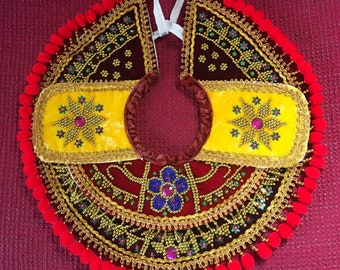 Ethnic beaded necklace collar with epaulettes