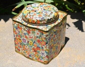 Daher Vintage floral tin made in England, flower tin, vintage tea tin