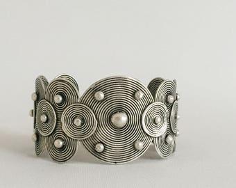 Miao, handmade, bracelet, circles, silver, women, ethnic and fair trade, vintage, jewelry.  Design bracelet unisex. Tribal style.