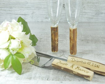 Personalized Champagne Glasses Champagne Flutes Bride and Groom Toasting Glasses Set of 2 and Cake Set