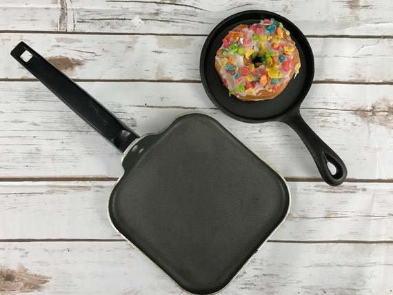 Small Vintage Skillets Perfect for Blogger Food Photography Props and Photo Styling and Design