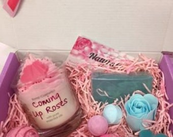 Candle & bath bomb gift set, for birthdays or mothers day.