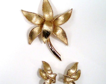 Vintage Emmons Textured Gold Tone Brooch and Clip on Earrings Set-Floral-Flowers-Lily-Lotus-Columbine