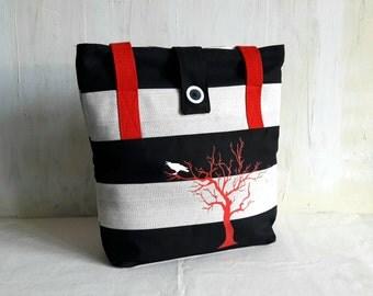 Raven on tree - shoulder bag
