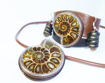 Leather jewelry set, insert natural Ammonite