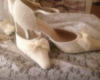 Vintage inspired Ivory pearl bridal shoes