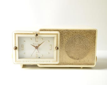 1957 Bulova Electric Clock AM Tube Radio Ivory Bakelite Model 100