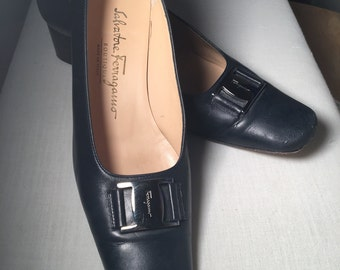 EXCELLENT CONDITION Vintage 7.5 Salvatore Ferragamo Navy Blue Heels
