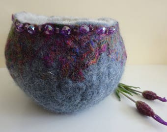 Grey felted bowl with sari silk
