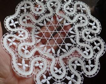 Bobbin lace pattern (its title: MILLSTONE)