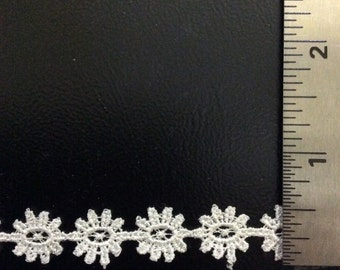 "3 Yds of 1/2"" White Daisy Lace trim"