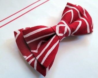 Graphic Red bow tie with brooch