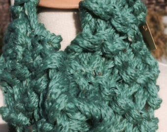 Lightweight hand-knit cowl