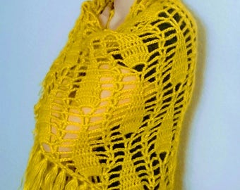Exclusive woman's crocheted yellow shawl with tassels
