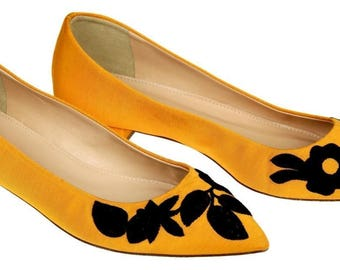 J Crew Embroidered Pointed-Toe Flats Tangelo Yellow Size 7 New