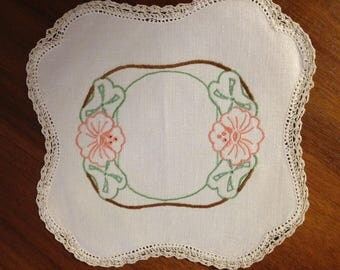 Vintage hand embroidered doily, 21cm square Retro hibiscus design