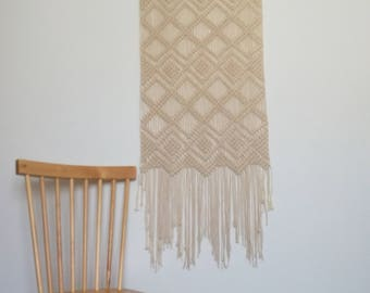 Macrame wall / tapestry / wall hanging / suspension