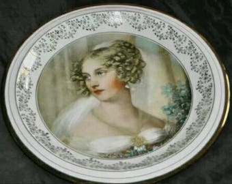Attic Fund! Collectible of beautiful of rare wall plate with gold trim scene girl
