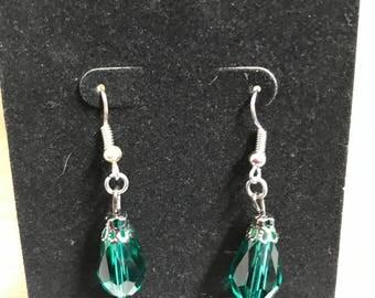 Dangled green beaded earrings