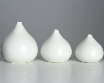 Set of 3 White Porcelain Teardrop Vases