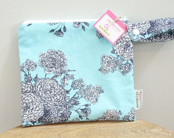 wetbag wet bag The ICKY Bag petite flower blue cosmetic baby gift waterproof gym sports cloth diaper pouch zipper snap handle baby gift gear