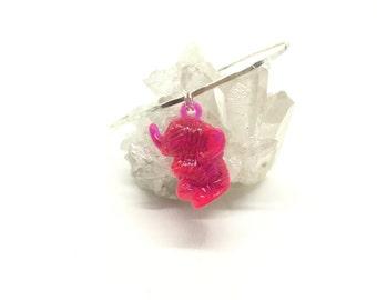SALE! Elephant bracelet pink elephant bracelet vintage elephant drink charm bangle pink elephant sterling silver hammered bangle