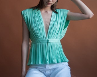 70s sea green micropleat deep v blouse / peplum top / dolman sleeve top / s / 2040t / B18