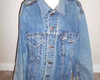 Closing Shop Sale 40% Off Super THRASHED Vintage 60s 1960s LEVI'S Denim Jean Jacket Big E      clothing clothes