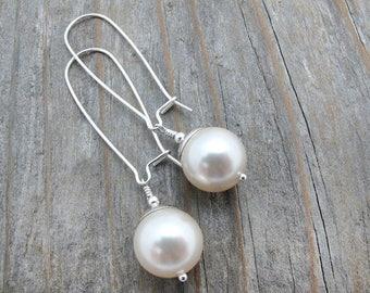 pearl earrings, Swarovski pearl earrings, Holiday jewelry, Holiday earrings, white bridal jewelry, wedding jewelry, bridesmaid earrings