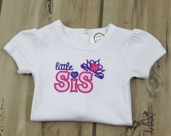 Little Sister Bodysuit ~ Personalized Little Sister Crown Outfit ~ New Sibling Bodysuit ~ Coming Home Outfit ~  Monogrammed New Baby Gift