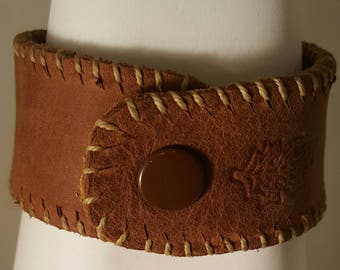 Soft reclaimed brown leather bracelet embellished with maple leaf stamp. Leather boho wrist cuff. Recycled leather snap bracelet.