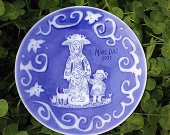 Vintage 1971 Mother's Day Plate, Mors Dag, Blue Royal Copenhagen Plate, Made in Denmark, Hanging Plate, Mother's Day Gift