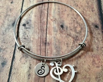 Treble & bass clef heart initial bangle - treble clef jewelry, music jewelry, gift for musician, treble clef bracelet, band jewelry