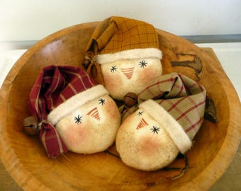 Primitive Snowman Ornies tucks bowl fillers with Santa hat