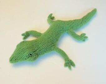 Gecko Stuffed Animal, Handknit Lizard made of Green Wool