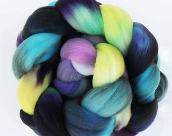 """Targhee Wool Combed Top Hand-dyed Spinning Fiber, 4 oz, """"Psyche"""""""