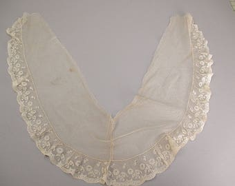 Antique lace Victorian fischu collar