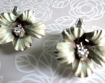 Vintage Silvertone Earrings Hibiscus Flower Clip Ons Retro Floral Jewelry 1960s