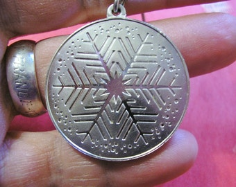 SNOWFLAKE Pendant, Vintage Sterling Silver, Winter Jewelry, Franklin Mint, great condition