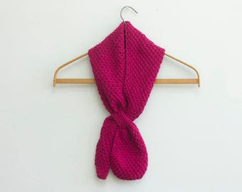 Red Knit  Key Hole Scarf.  Cotton Self Tying Neck Warmer, Stay in Place Scarf, Vegan Scarf, Ready to Ship
