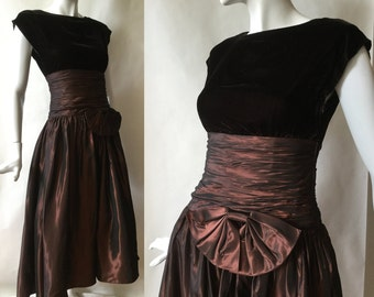 Vintage velvet and taffeta dress in coppery and dark browns, with full skirt, ruched waist, & bow, backless, small / size 4-6