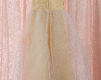 Vintage Yellow Taffeta Dress - Amazing Bridesmaid Party Sweet 16 Lace